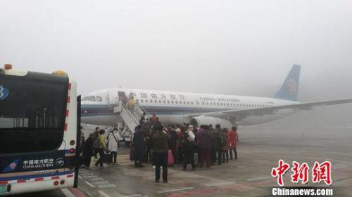 辽宁大连发布大雾红色预警陆空交通受阻