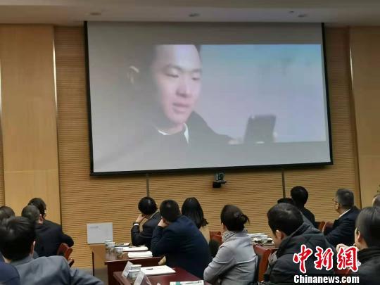 参会人员观看视频 周禹龙 摄