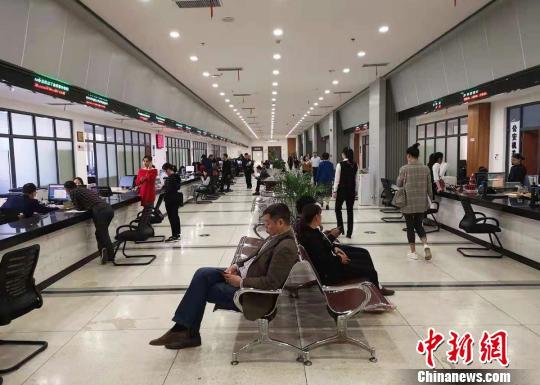 长沙县政务服务中心一角。 唐小晴 摄