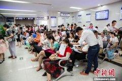 中国出境旅游持续升温 稳居世界出境旅