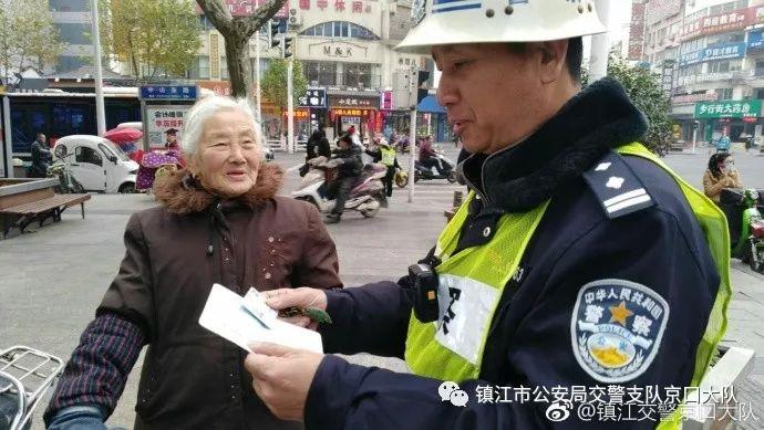 """走丢萌娃""""点名"""":""""我只相信警察叔叔!"""""""