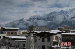 """开业两年西藏鲁朗小镇名声在外""""盼客"""
