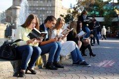 俄民众节约开支减少食品消费 但饿着肚