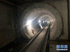 刚刚,内蒙古首条地铁地下段轨通