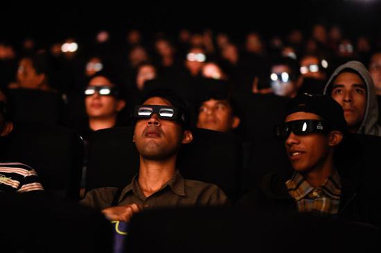 好莱坞曾预计复联4将创下纪录,但它的表现还是超出了许多电影公司高管在首映周末的预期。首映之后,迪士尼在周六上调了对这部电影的预期,他们预计这部电影在美国将创造3.1亿美元至3.4亿美元的首映票房。